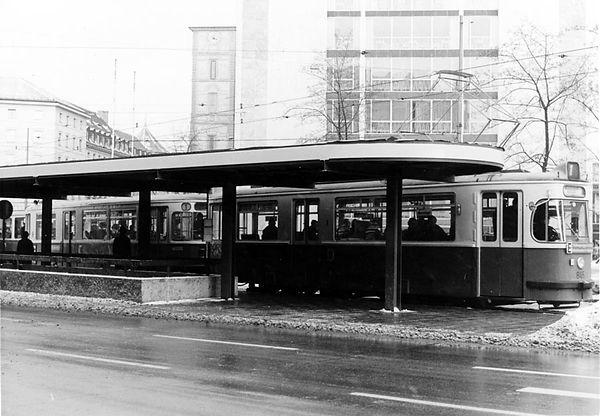 Haltestellen-Überdachung Lenbachplatz-xx0269-Lorenz-5.jpg