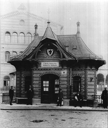 Stationshaus    Bahnhofsplatz.jpg