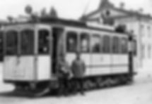 Abbildung 10: Nach Einführung der Liniennummern pausiert der Triebwagen 211 der Baureihe A am Ostfriedhof, 1907. Archiv FMTM e.V. münchen tram