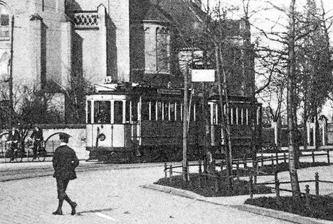 C/c-Zug vor der Erlöserkirche einwärts 1914