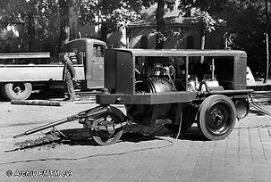 Kompressor Nummer II hatte 1944 nur 3 Räder mit Vollgummirädern münchen Tram