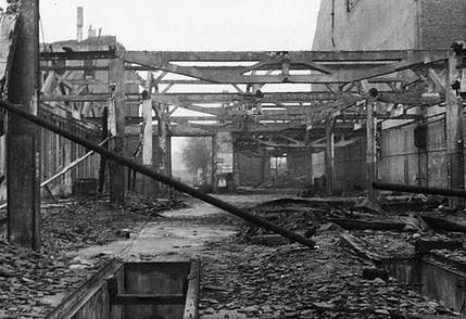 Blick inRichtungNymphenburgerstraße in die hintere + vordere große Wagenhalle mit dem komplett zerstörten Dach
