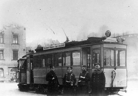 A2-Tw 211 mit Personal am Kolumbusplatz 1915 tram München
