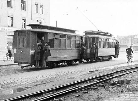 Zug mit Römer Wagen in der Arnulfstraße einwärts 1946 tram münchen