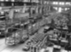 Der Reihe nach werden die Wagenkästen mehrerer M3-Triebwagen montiert. Die Stahlleichtbauweise eines modernen Großraumstraßenbahnwagens läßt sich auf diesen Bildern eindrucksvoll beobachten münchen tram rathgeber fabrik