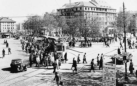 D-Tw an der Haltestelle Sendlingertorplatz auswärts 13.6.1947 tram München