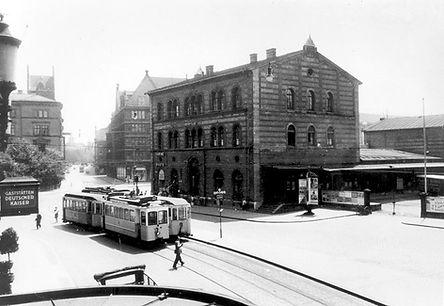 A-Tw + c-Bw kreuzt Gegenzug bei Einfahrt in die Arnulfstraße auswärts tram münchen