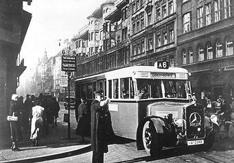 Ab 1934 ersetzten Buslinien zeitweise die Trambahn in der Innenstadt.  münchen tram