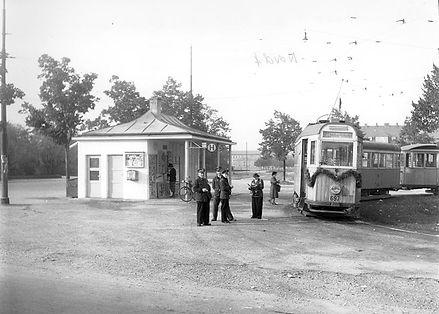 K-Tw 697 an der Endhaltestelle Friedhof am Perlacher Forst 21.10.1951 tram münchen