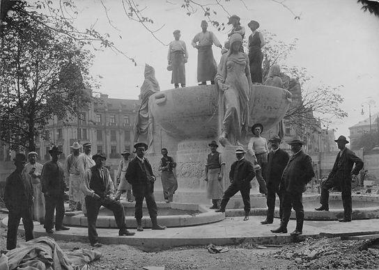 1907 stachus bau nornenbrunnen.jpg