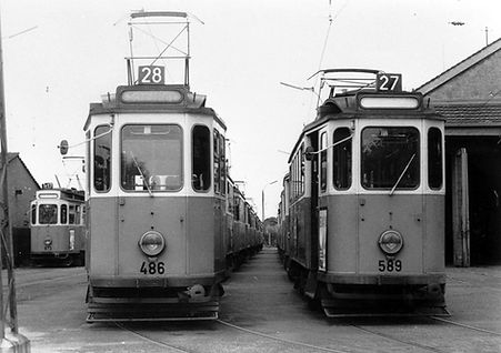 L27 L28 E1-Tw 589 im Betriebshof Soxhletstraße mit Zügen der Linien 28 und E17 aufgenommen am 16.6.1962 Trambahn tram München