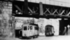 F-Tw 640 + E-Tw 571 kreuzen sich bei der Eisenbahn-Unterführung Pilgersheimerstraße 1959 tram münchen