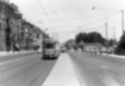 Eine Linie 3 nähert sich der Münchner Freiheit im Sommer 1961 tram münchen