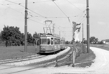 Tw 2520 + Bw 3544 an der Rathenaustraße einwärts 1973 tram münchen