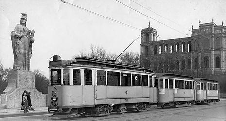 Wagen 763 als Typ L umgebaut auf Probefahrt auf der maximiliansbrücke münchen test tram 3-achsig