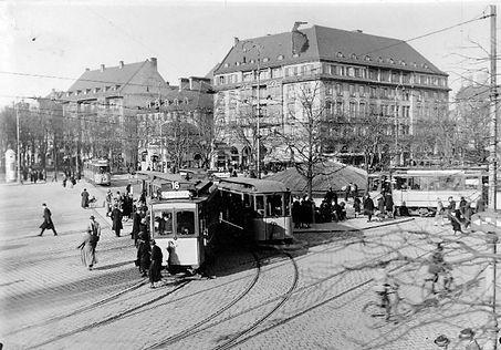 A-Tw 256 mit zwei c-Beiwagen am Sendlingertorplatz 1925 München Tram