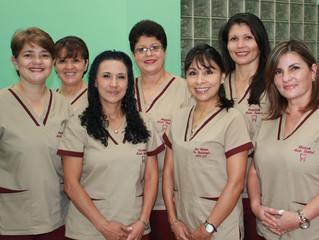 Asistentes dentales de la clínica de especialidades odontológicas