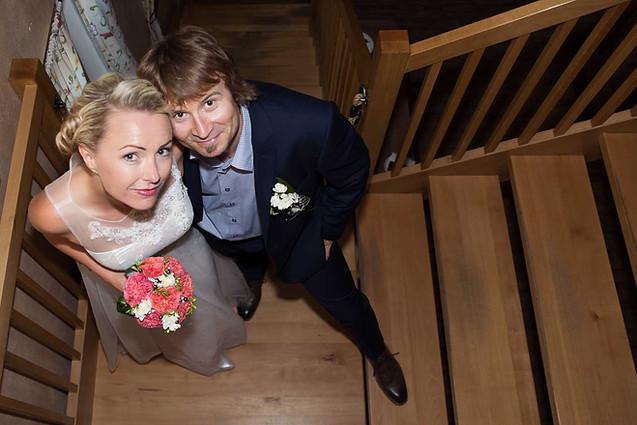 svatební focení na schodech