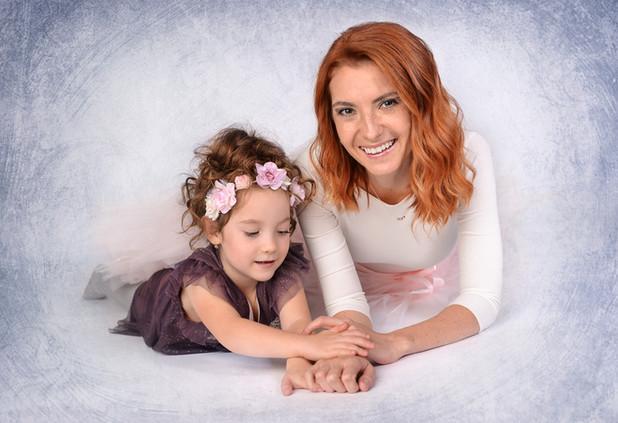 focení maminky s dcerou v ateliéru
