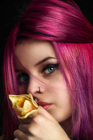 portrét s růží