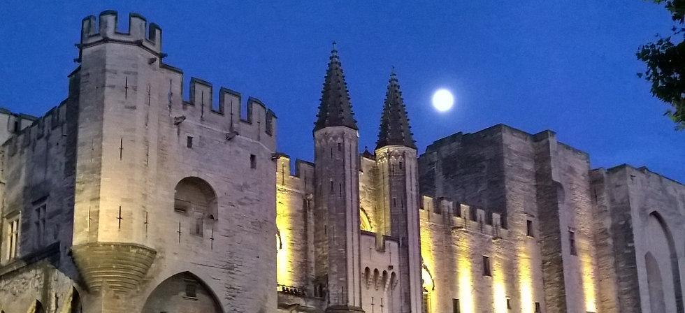 La nuit sur le palais des papes 2015-9-2