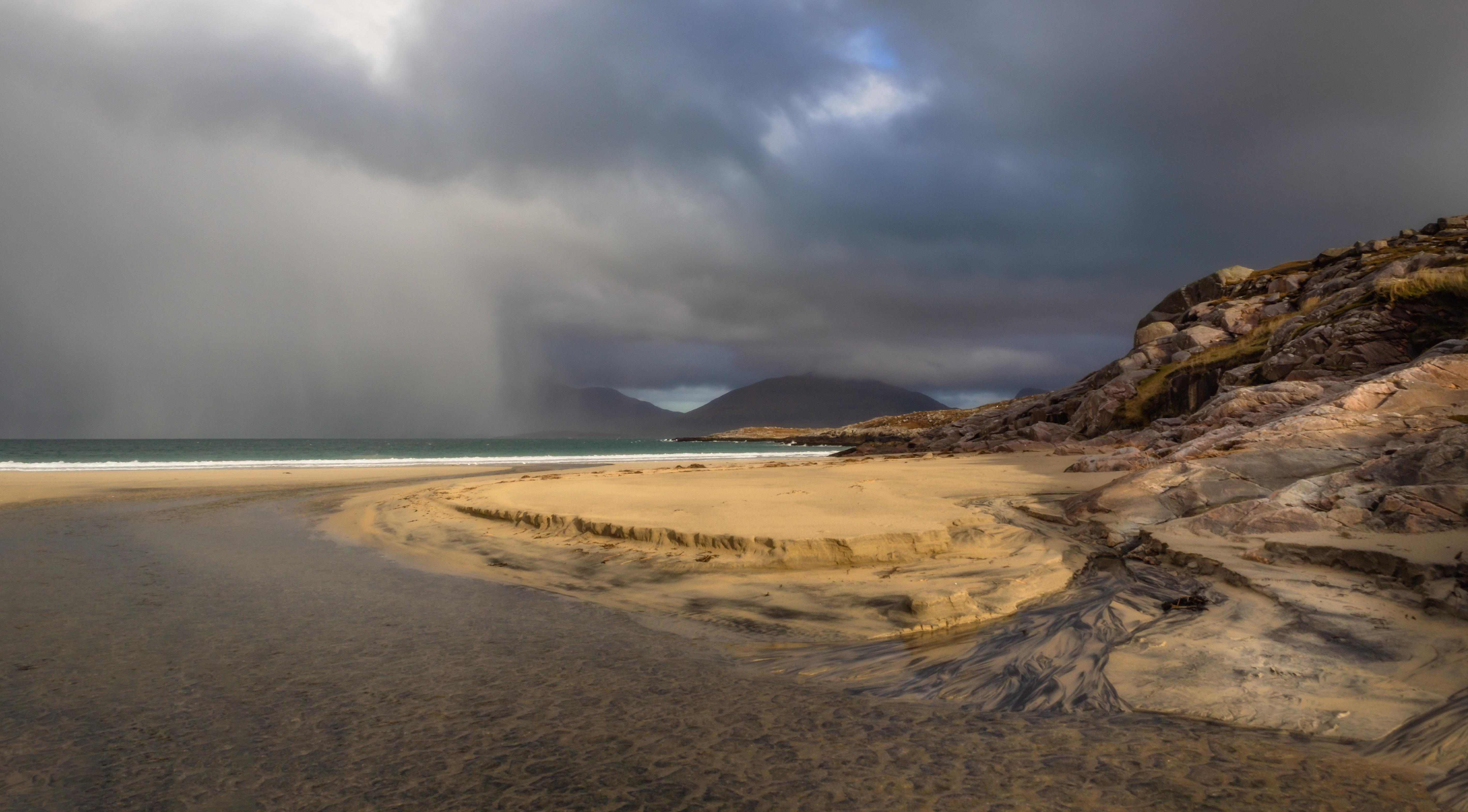Losgaintir, storm approaching