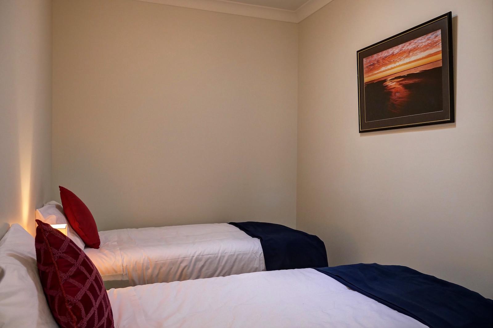 3 bedroom-twin beds wine