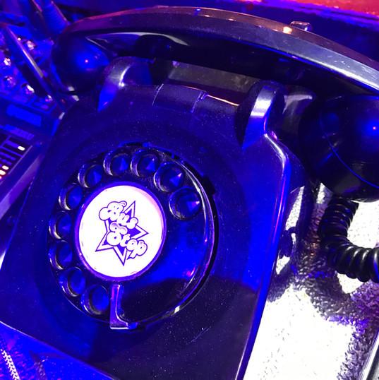 busstop phone retro