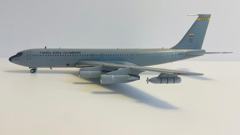 Inflight Boeing 707-300  FuerzaAerea Colombiana