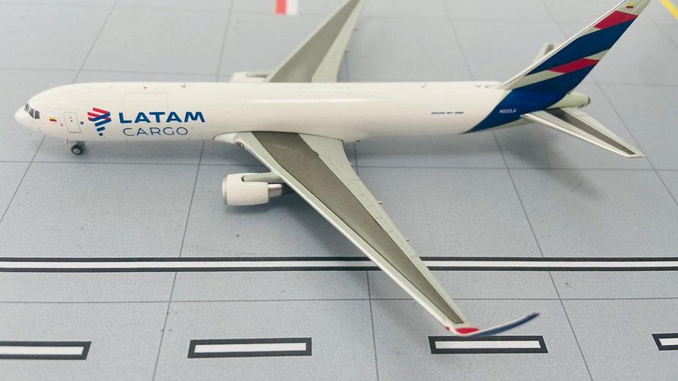 Jc Wings Boeing 767-300ER Latam Cargo