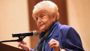 Conheça Eva Mozes Kor, gêmea e sobrevivente de Auschwitz