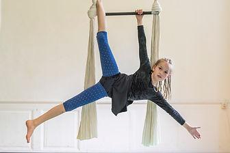 Der Trapez und Vertikaltuchkurs ist für Kinder ab 8 Jahren.