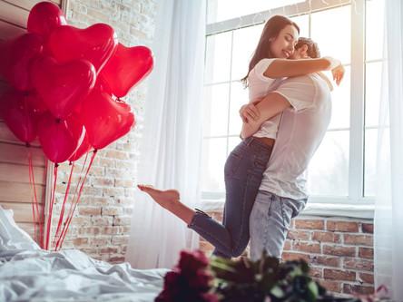 Romantyczne cztery kąty. Jak zorganizować idealne Walentynki we własnym mieszkaniu?