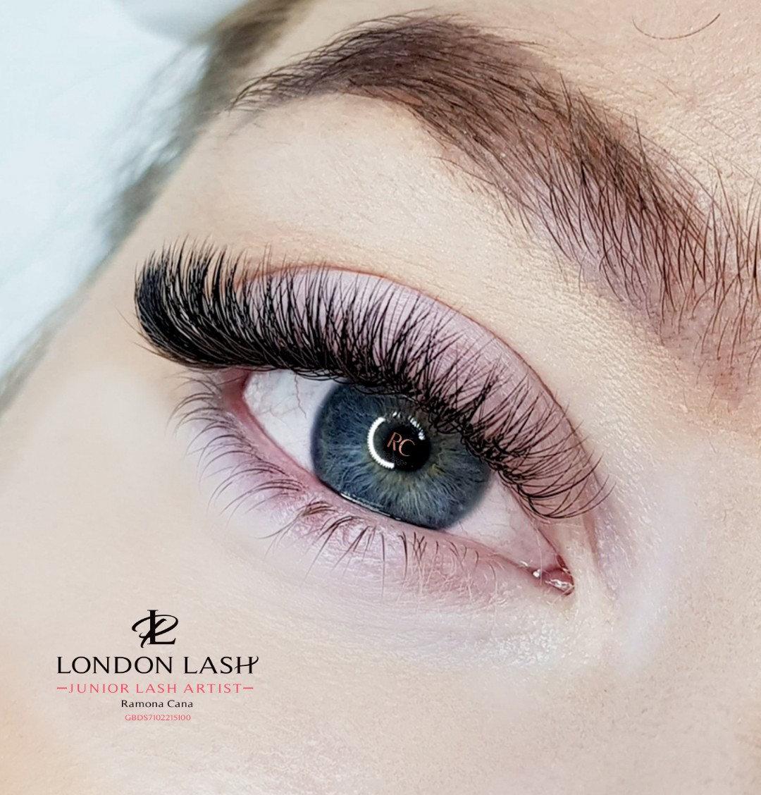 RUSSIAN VOLUME NATURAL Eyelash Extension