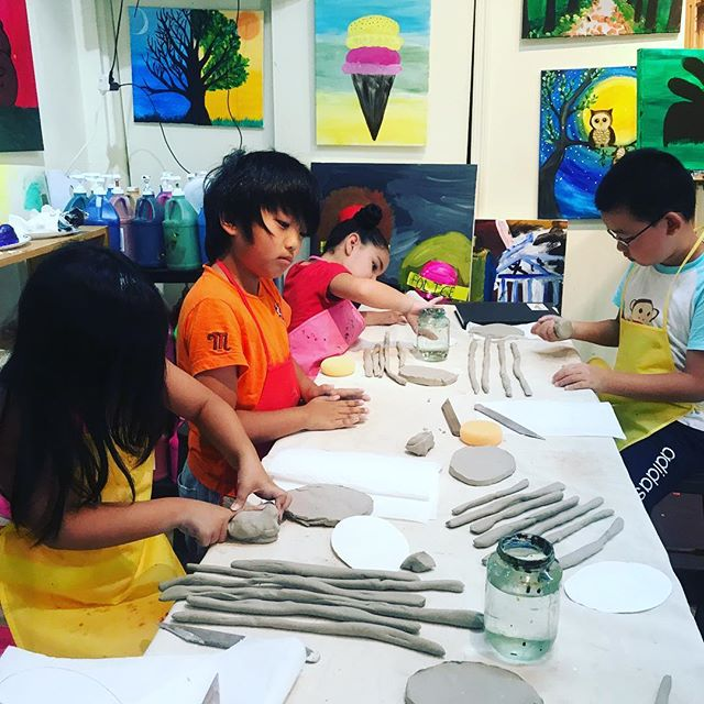 Summer Camp! Clay Class#beescreativeartstudio #art #Artstudio #ArtClasses #edgewaternj