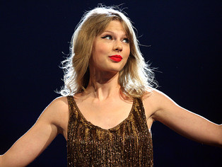 TAYLOR SWIFT MODELS THE ART OF POWERFUL TESTIMONY