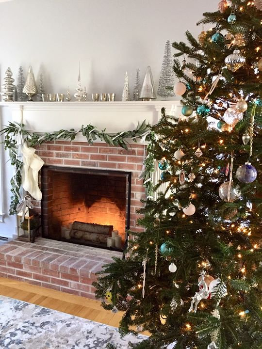 Tree amd mantle. Faux fire achived by tu