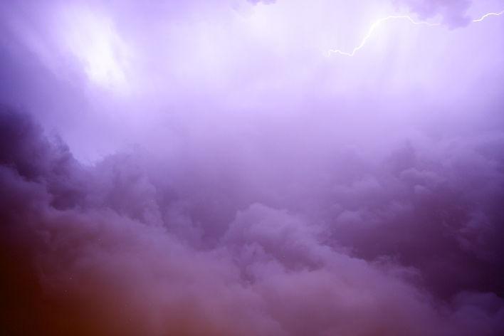 lightning-2625010.jpg