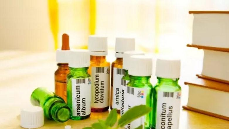 Homeopathische mddelen en boeken.jpg