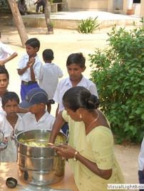 food_serving_gujarat.jpg