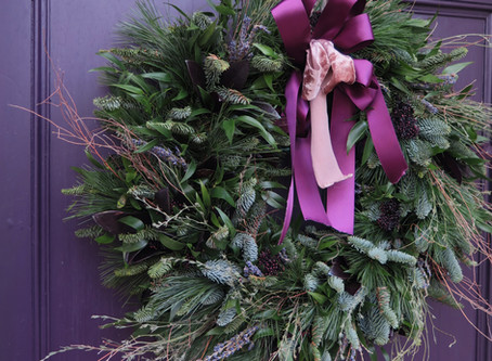 Learn to make a Christmas wreath