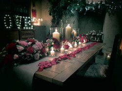 Romantic floral diner table setting