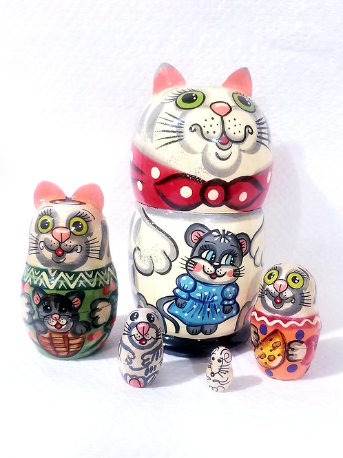 Cat's  nesting doll,5 pieces
