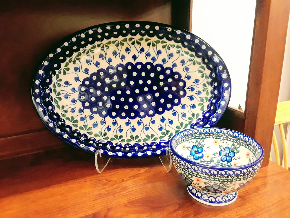 Polish pottery serving platter, pedestal bowl
