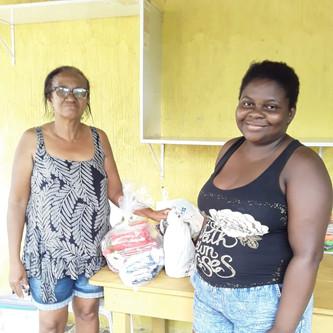 IMAS, em parceria com grupo Amigos Solidários, doa cestas básicas para 15 famílias