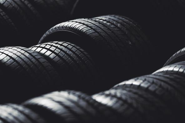 Сезонне зберігання шин