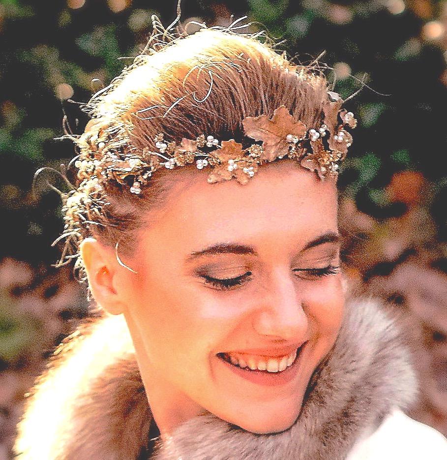 couronne de mariée bohème, feuilles dorées, ornées de fines perles