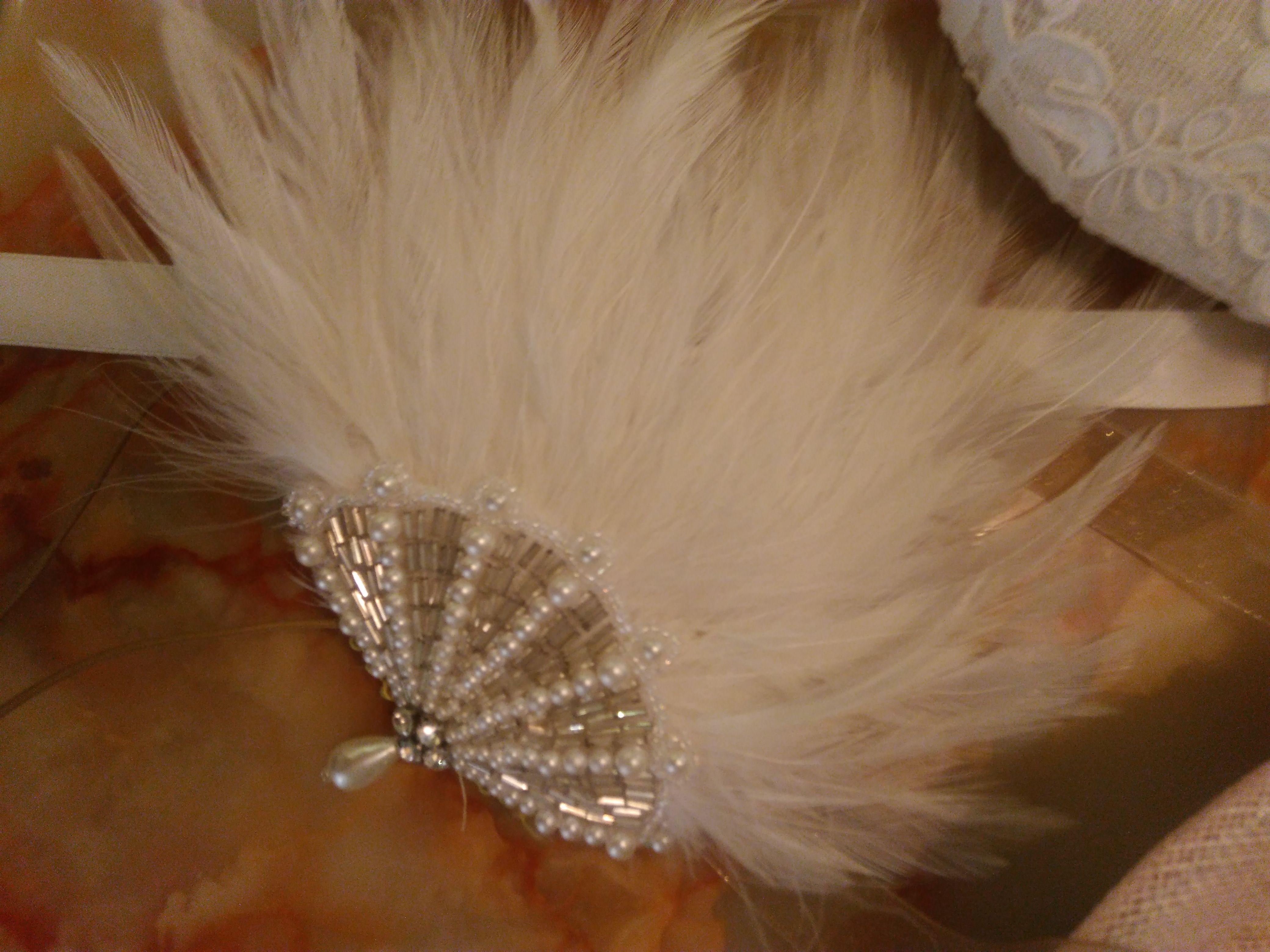 bijou de tête en plumes et de perles