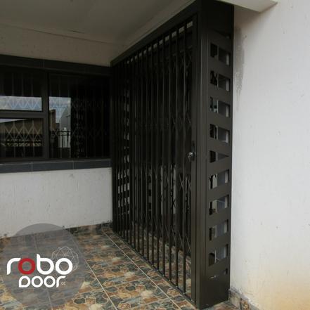 TRELLIS DOOR FOR PIVOT DOOR