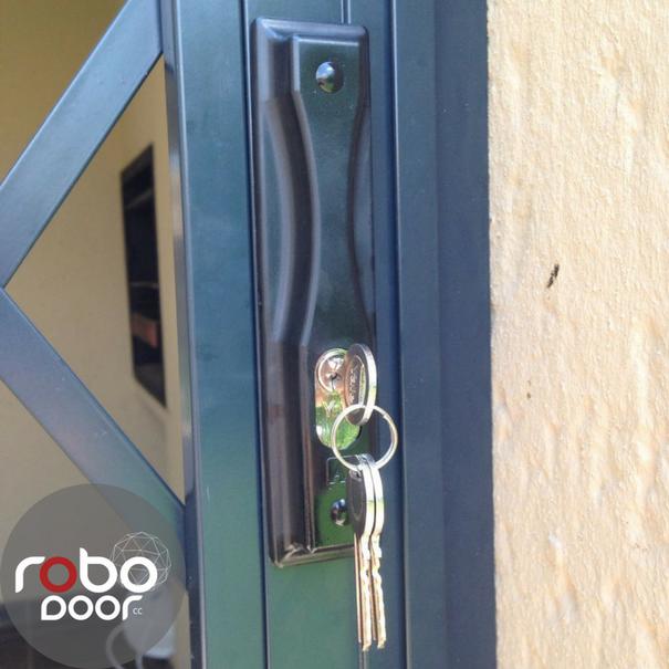 SLAM LOCK DOOR